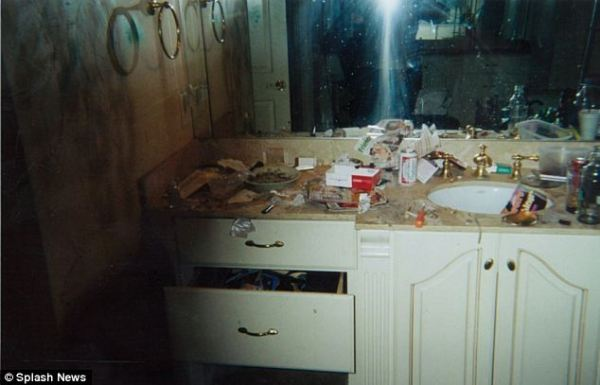 A-shocking-picture-of-Whitney-Houstons-bathroom-
